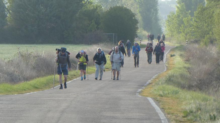 Pelgrims onderweg naar Compostela © Geert Vanhaverbeke