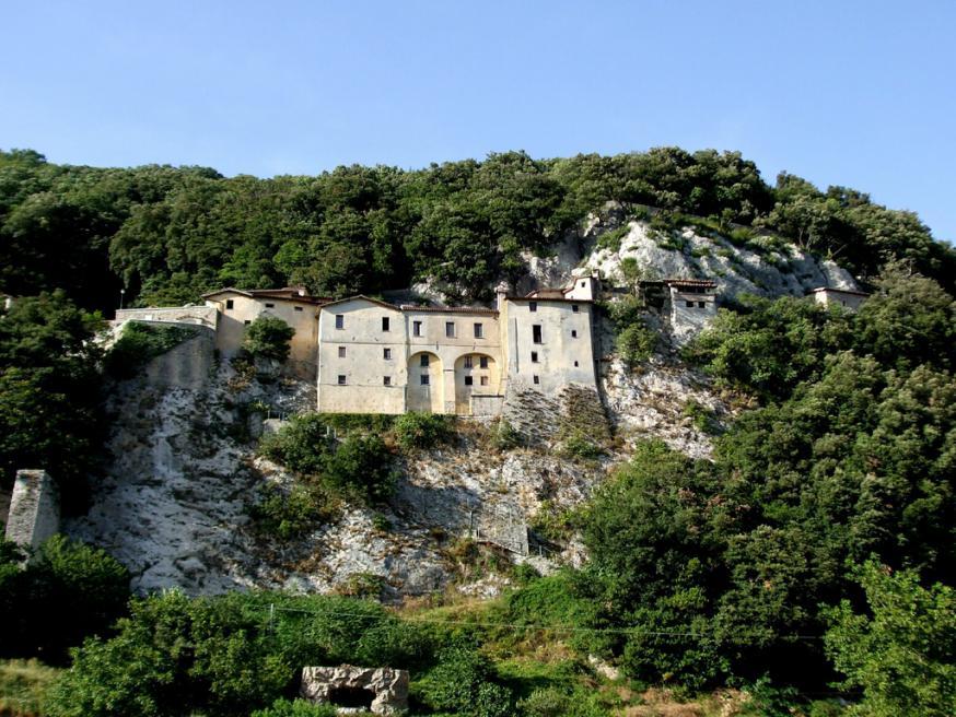 Het heiligdom van de franciscanen in Greccio © ofm.