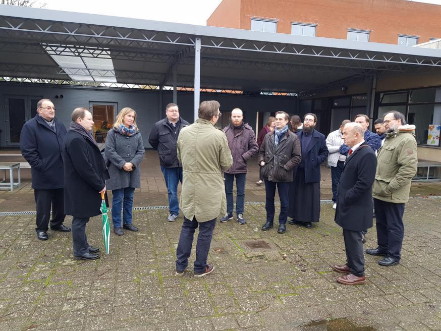 De interlevensbeschouwelijke delegatie bezoekt de school in de gemeenschappsinstelling in Mol © GL