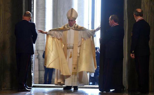 Paus Franciscus opende kort daarvoor het Jaar van de Barmhartigheid © SIR