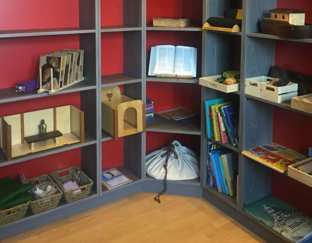Hoekkast in de Godly Play ruimte in Witgoor © Katie Velghe