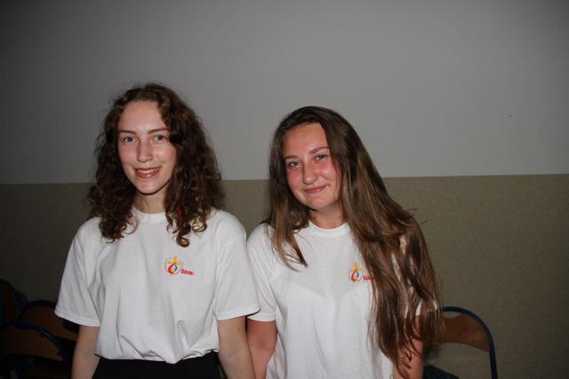 Wiktoria en Kinga, twee jonge Poolse WJD-vrijwilligers © IJD