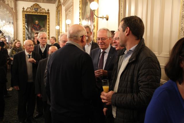 Mgr Van Hecke neemt de tijd om met alle medewerkers kennis te maken © Bisdom Gent, foto: Ellen Eeckhout