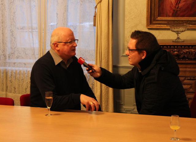Mgr Van Hecke nam de tijd om de verschillende persdiensten te woord te staan. © Bisdom Gent, foto: Ellen Eeckhout