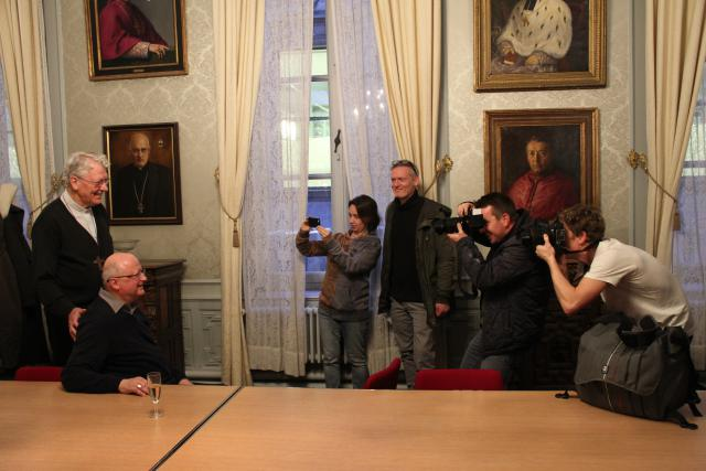 De benoeming van mgr Lode Van Hecke kon op heel wat persaandacht rekenen. © Bisdom Gent, foto: Ellen Eeckhout