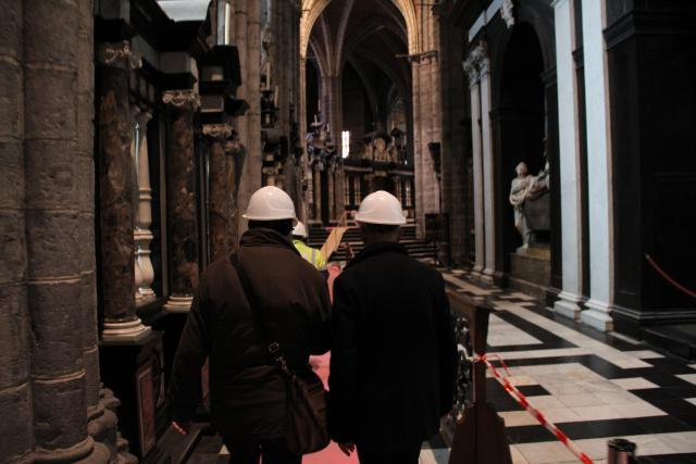 Mgr Lode Van Hecke bezoekt de Sint-Baafskathedraal. © Bisdom Gent, foto: Ellen Eeckhout