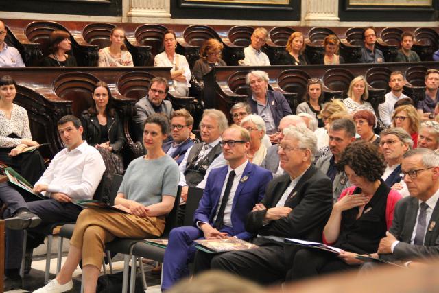 Cathérine Verleysen van MSK, minister Weyts, schepen Storms en Ludo Collin luisteren naar gedeputeerde Dhauwe  © Bisdom Gent, foto: Isolde Ruelens