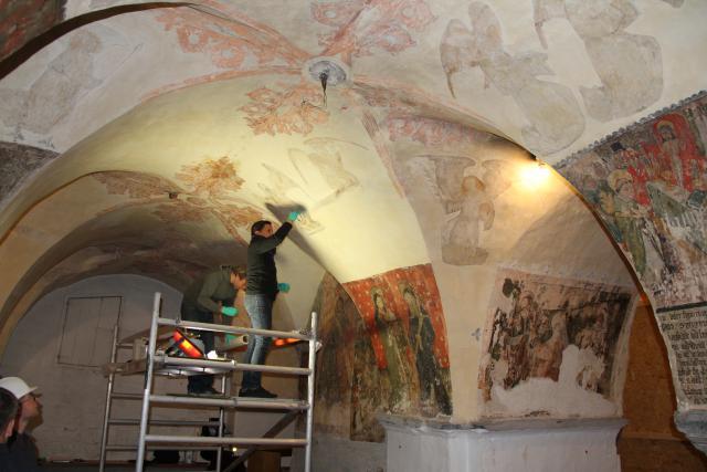 Conservering van de middeleeuwse muurschilderingen in de crypte © Bisdom Gent, foto: Ellen Eeckhout