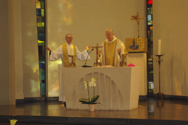 Mgr. Luc Van Looy in concelebratie met rector Edward Janssens © Gracy Peelman