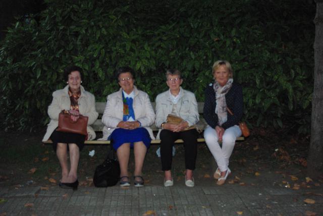 Even uitrusten op een bankje aan de basiliek van Scherpehuvel © Gracy Peelman