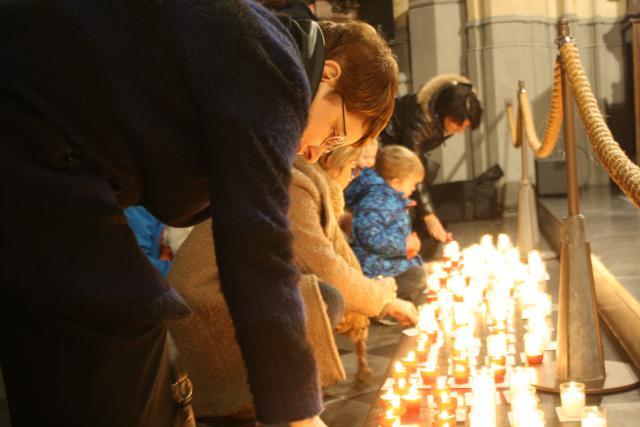 Tijdens 'Light a Candle' brandden er tweeduizend kaarsjes in de Sint-Quintinuskathedraal. © Bisdom Hasselt