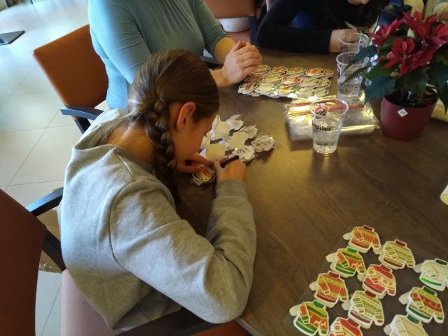 kerstknutselen in het WZC De Brembloem Evergem