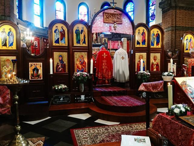 Mgr. Johan Bonny en pastoor Ivan Moiseitsiik celebreren de goddelijke liturgie van de heilige Johannes Chrysostomus