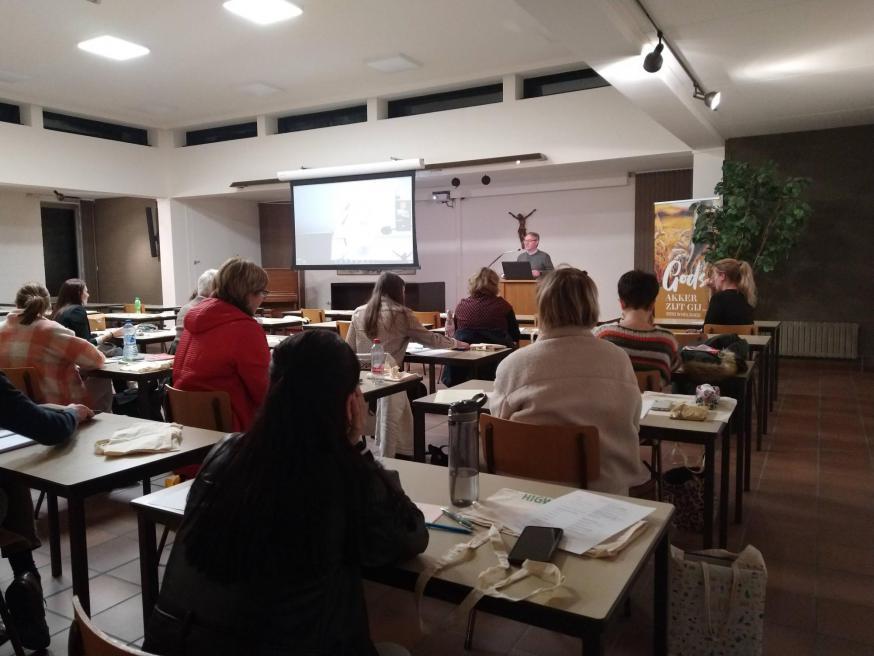 Gisteren vond de eerste les aan het Hoger Instituut voor Godsdienstwetenschappen van het bisdom Hasselt plaats. © Jente Vandewijer