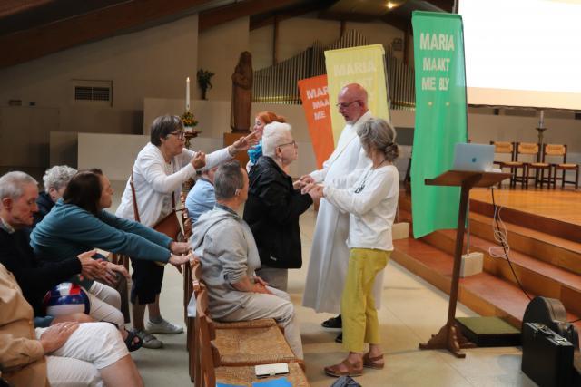 Bisschoppelijk gedelegeerde Kris Buckinx wenst de deelnemers vrede. © Persdienst bisdom Hasselt