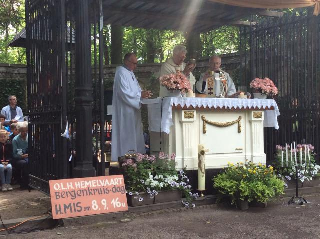 Mgr. Van Looy ging dit jaar voor in de eucharistieviering op O.L.H-Hemelvaart. © André Vertriest