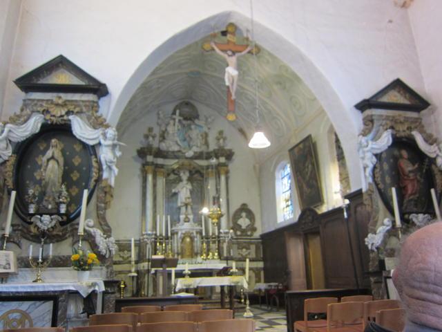 binnenkant kerkje van Oppem