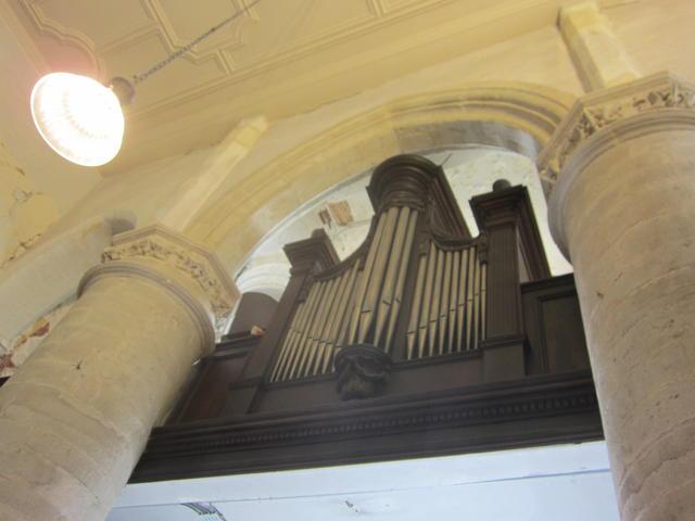 een oud kerkorgel