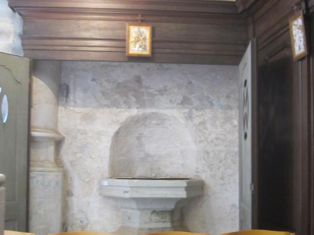 een hele oude doopvont