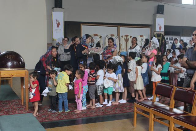 De kinderen staan klaar voor de communie © JvR