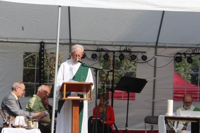 Diaken Patrick Flo leest de voorbeden