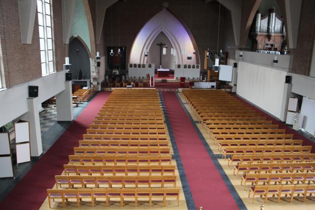 Zicht in de kerk vanop het hoogzaal © JvR