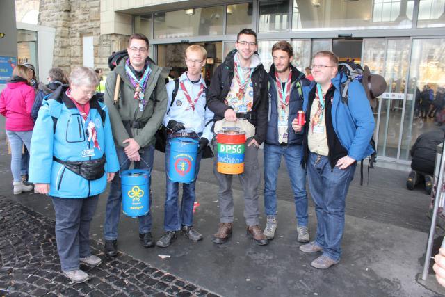 De Duitse Scouts brachten het vredeslicht naar Aken © Guido Dumon