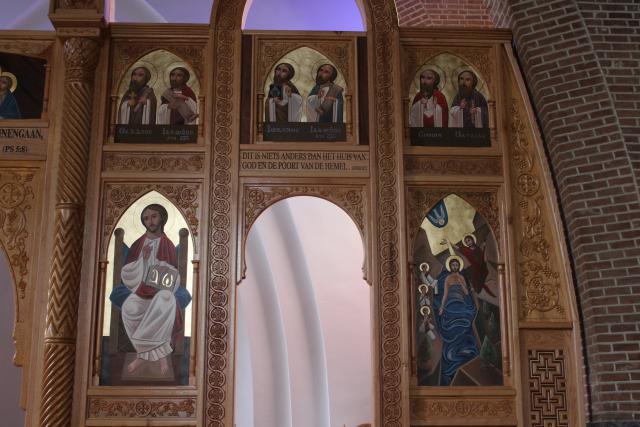 Het rechter gedeelte van de iconostase © JvR