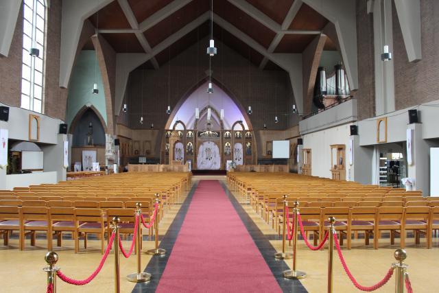Algemeen zicht op de kerk © JvR