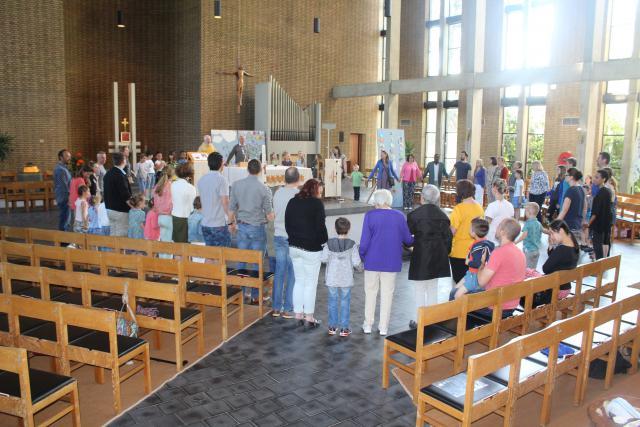We bidden als broers en zussen samen het Onze Vader