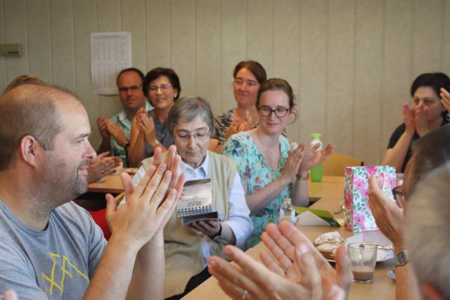 Applaus voor vier jaar vrijwillige inzet voor Lucia Ferrigno. © Jente Vandewijer