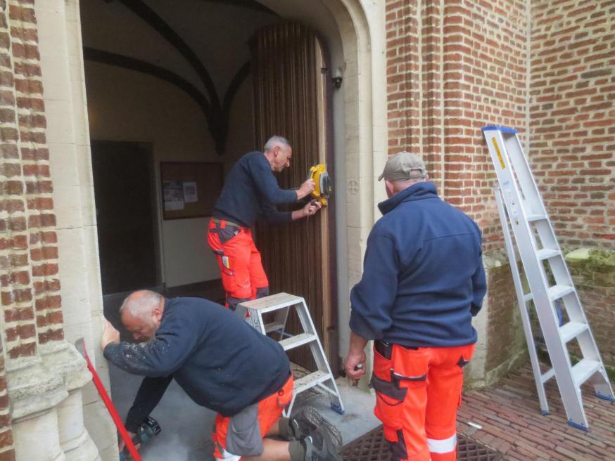 kerkdeuren hersteld © parochie Onze-Lieve-Vrouw Lichtaart