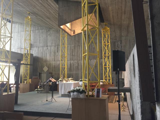 De kapel van Kerselare wordt al jaren gestut. © Kerknet