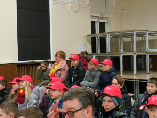 catechist Katrien en vormelingen © Kerk Stekene en Sint-Gillis-Waas