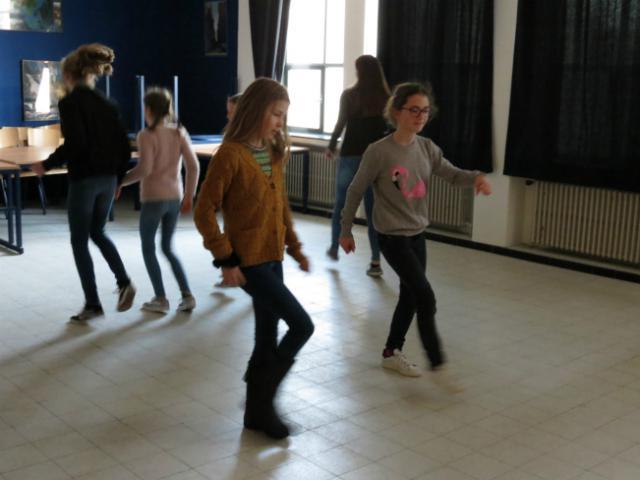 Dansen op hippe muziek © Kerk Stekene en Sint-Gillis-Waas