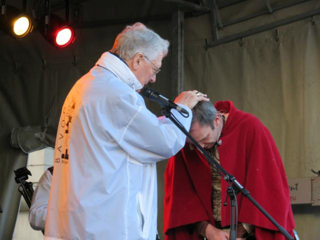 Ridder Alowin wordt gedoopt tot Christen en krijgt een nieuwe naam: Bavo © Kerk Stekene en Sint-Gillis-Waas