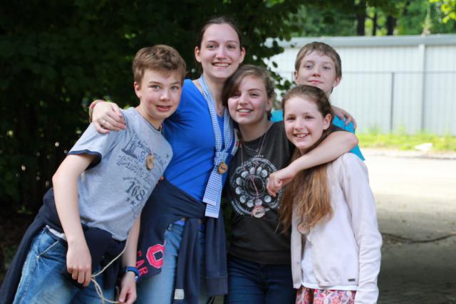 Katrien en haar groep geven omarmen elkaar!