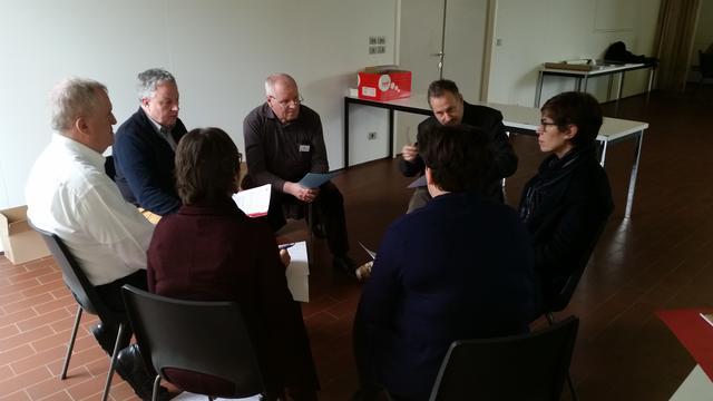 De IPB-forumleden discussiëren in kleinere groepen over de adviezen © IPID