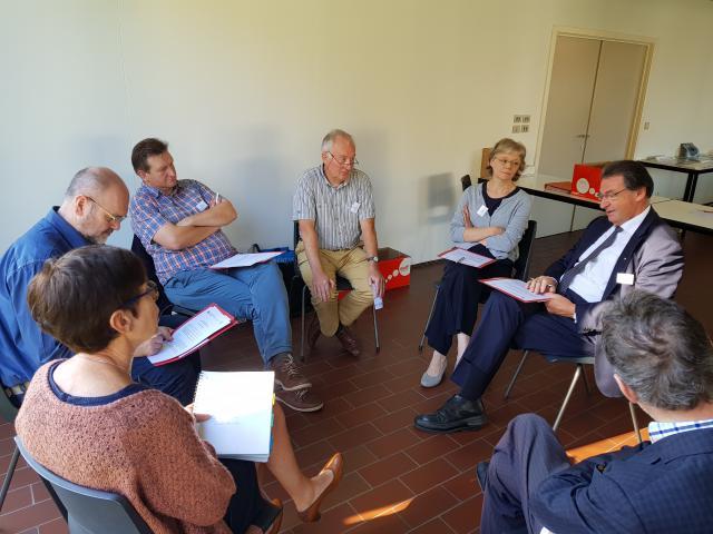 Na de inleiding van prof. em. Emmanuel was er ruimte voor gesprekken in kleine groepen © IPID