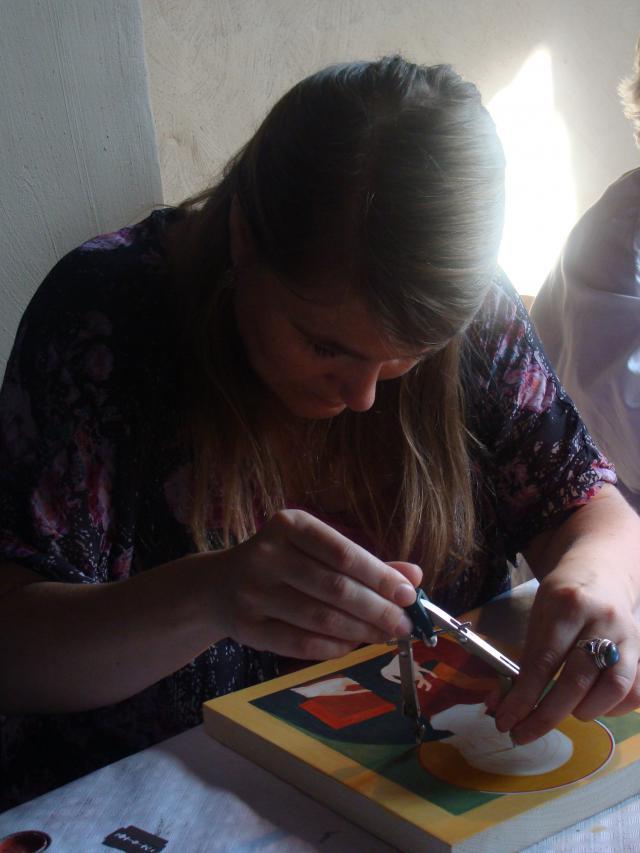 En hier ben ik zelf aan het werk. Iconen schilderen is voor mij heel inspirerend. © Babs Mertens