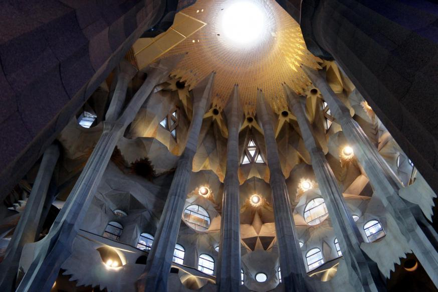 Interieur Sagrada Família © By Poniol60 - Own work, CC BY-SA 3.0, https://commons.wikimedia.org/w/index.php?curid=12795729
