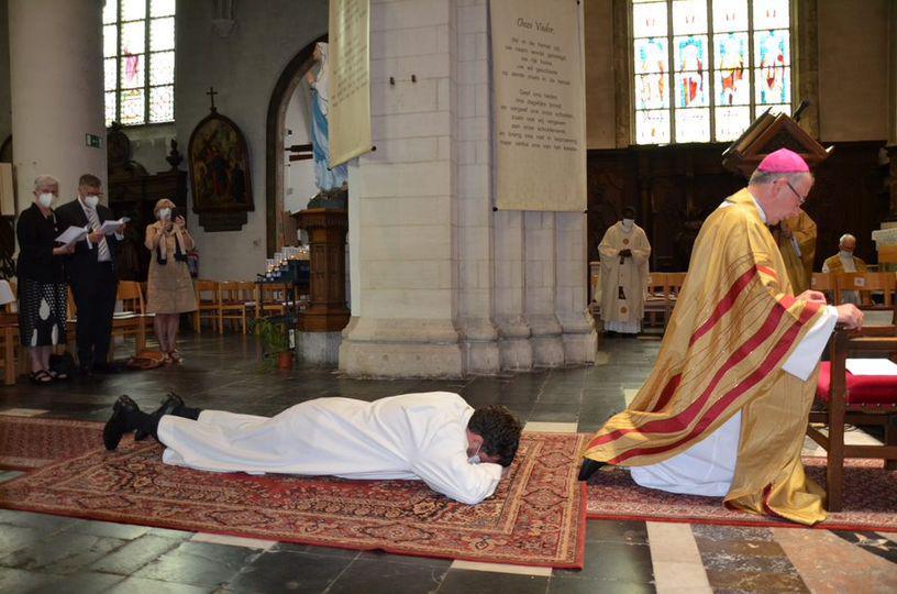 Jan Van Achter tot diaken gewijd in voorbereiding op het priesterschap © rr
