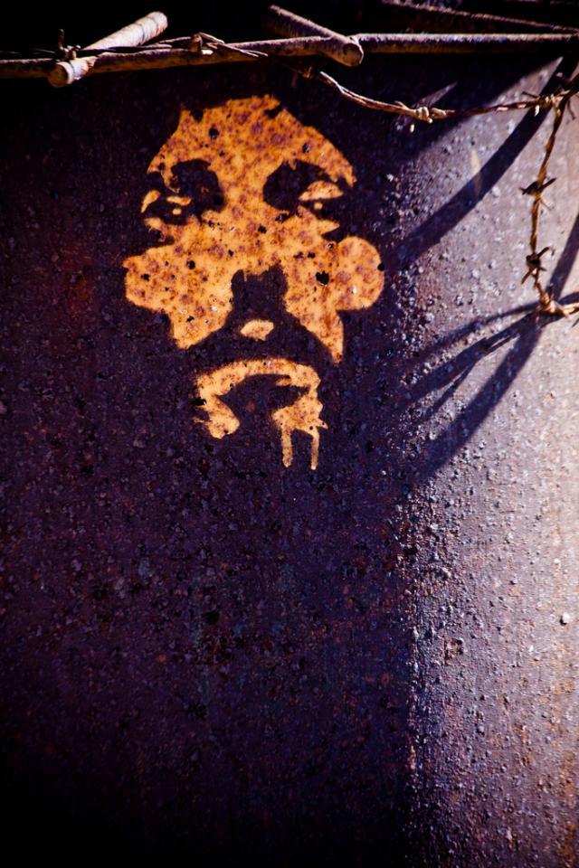 Jezus met doornenkroon van prikkeldraad. © Garry Knight (CC Flickr)