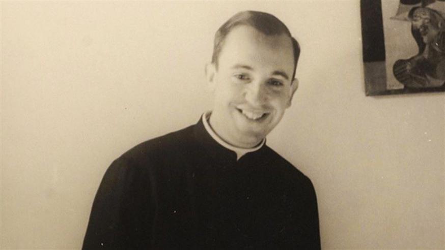 Een stralende Jorge Mario Bergoglio als jonge jezuïet © VaticanMedia