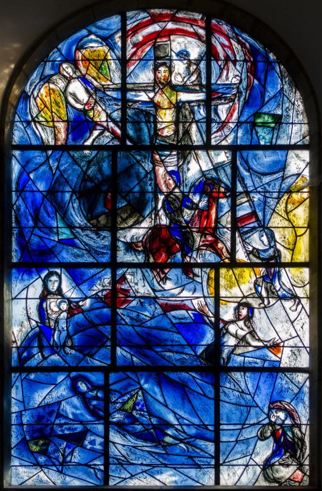 'Vredesraam' door Marc Chagall in de Allerheiligenkerk in Tudely, Engeland. © Jules&Jenny, Flickr CC