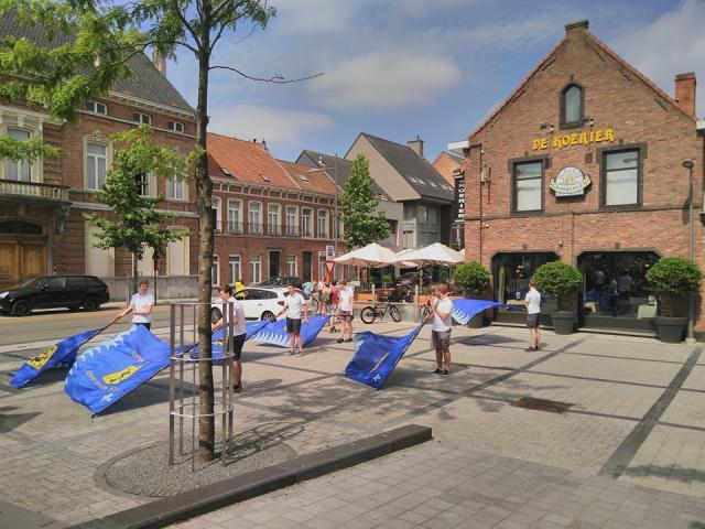 KLJ Sint-Gillis-Waas vendelt na de viering. © kerk in Sint-Gillis-Waas en Stekene