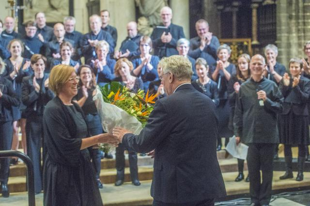 Madrigaalkoor schenkt bloemen aan de bisschop © Bisdom Gent, foto: Frank Bahnmuller