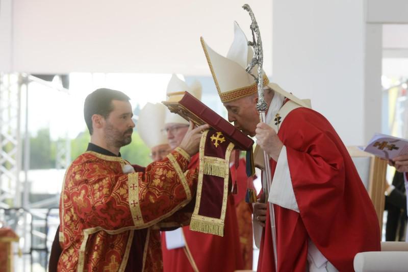De byzantijnse mis met de paus in Presov © Vatican Media