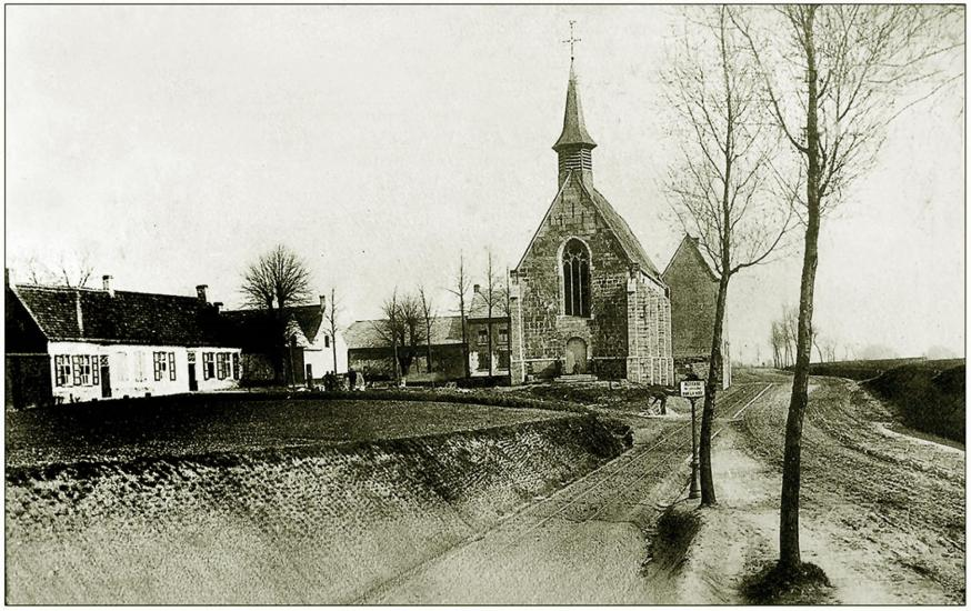 """De tramlijn """"Oudenaarde - Geraardsbergen"""" rakelings naast de Kapel"""
