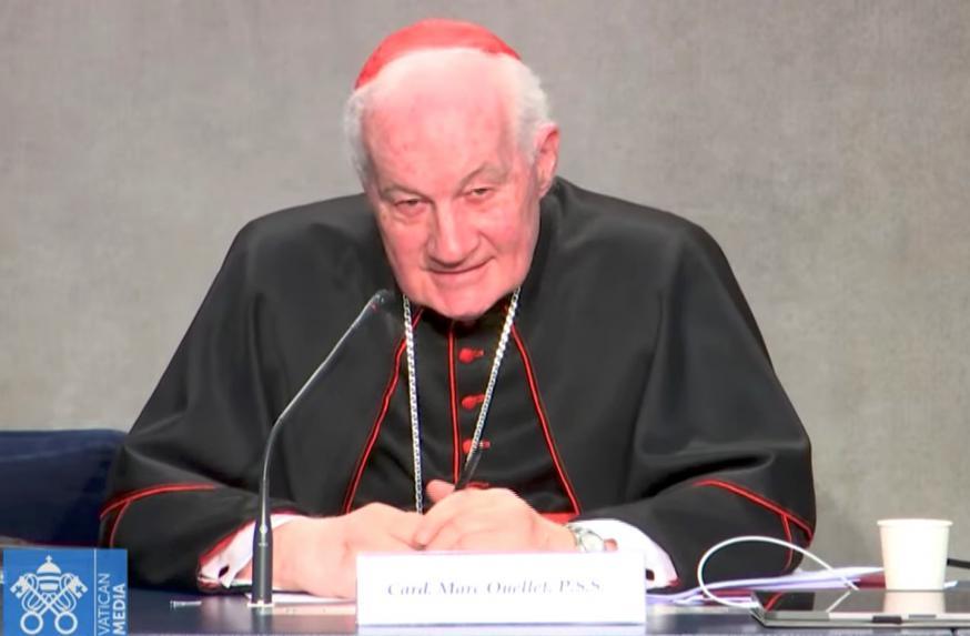 Kardinaal Marc Ouellet op de voorstelling van het symposium over de priesteropleiding volgend jaar in Rome © VaticanMedia